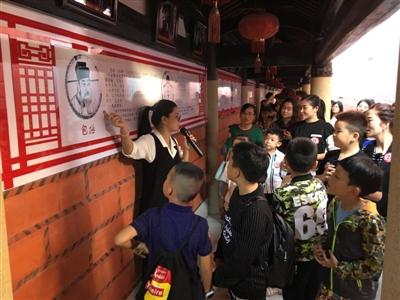 """由石狮市妇联主办,市妇女儿童活动中心承办的2017年第二期""""游古厝 寻"""