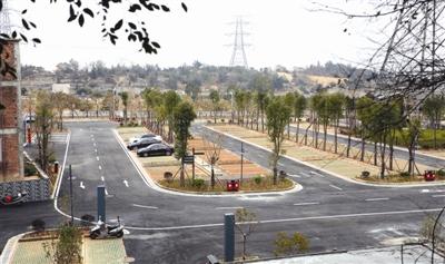 5亩的宝盖山停车场,由宝盖山风景区管理处负责的基建部分就已基本完成