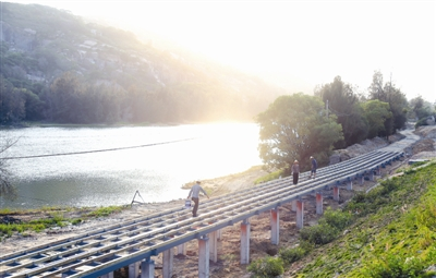 因为在宝盖山风景区内,包括峡谷旅游路,花海谷公园,其规划建设都注重