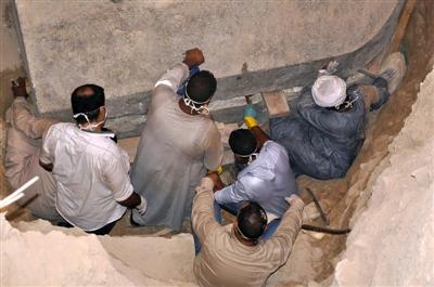 石狮日报数字报-埃及发现古代武士石棺